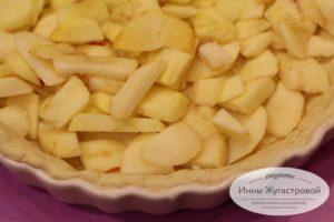 Шаг 9. Выложить яблоки
