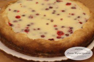 Пирог с клюквой и сметанной заливкой
