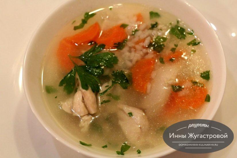 Легкий суп из курицы с рисом и морковью