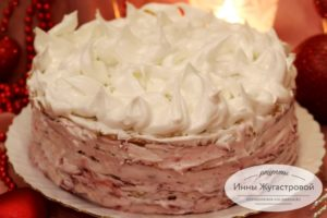 Торт Зимний с лимоном, клюквой и белковым кремом
