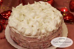 Торт Зимний с клюквой и белковым кремом