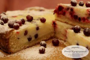 Открытый клюквенный пирог с заливкой
