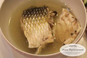 Отварная рыба в насыщенном бульоне