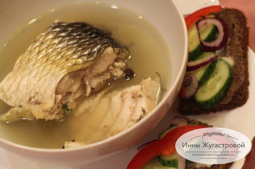 Отварная рыба (пеленгас) в насыщенном бульоне. Заливная рыба