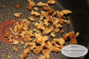 Шаг 3. Обжарить орехи