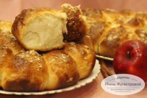 Отрывной пирог с яблоками и корицей