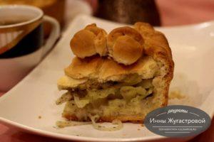 Командировочный пирог с салом, картофелем и луком