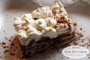 Десерт Тирамису с кофейным ароматом и шоколадной прослойкой