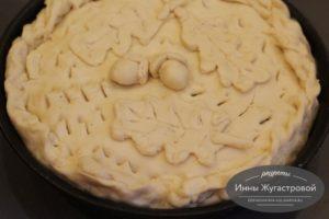 Украшение пирога с картошкой, луком и салом