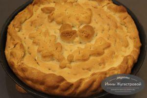 Пирог с начинкой из сала, картофеля и лука