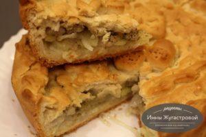 Пирог с салом, картошкой и луком