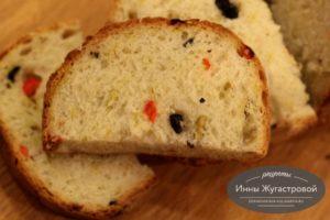 Оливковый хлеб со сладким перцем в хлебопечке