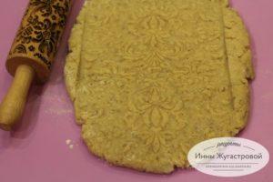 Узорное ореховое песочное печенье