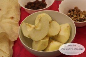 Шаг 1. Очистить яблоки