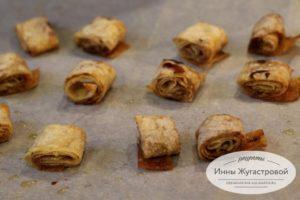Коричные завитки с карамелью из лаваша