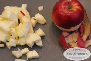 Шаг 1. Яблоки нарезать