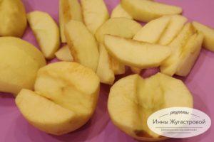 Шаг 6. Нарезать яблоки