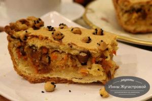 Песочный пирог с квашеной капустой изюмом и финиками