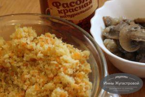 Добавить фасоль и грибы
