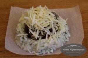 Гнездо из риса с начинкой и тертым сыром