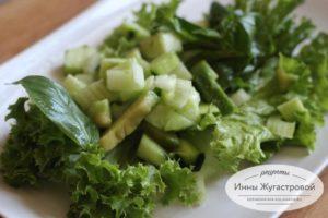 Зеленый фитнес салат из авокадо