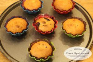Маффины на кефире с ягодной начинкой