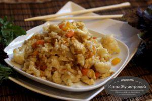 Рис с яйцами и овощами в китайском стиле