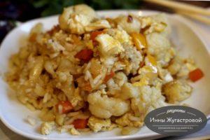 Рис с осощами и яйцами в китайском стиле