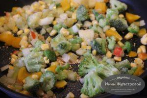 Добавить масло и овощи