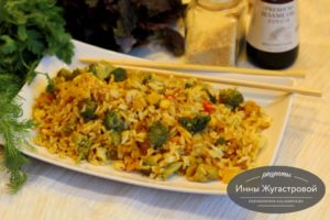 Рис с овощами в японском стиле с кунжутом