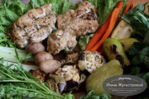 Запеченные овощи и замаринованное куриное филе в духовке