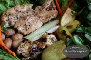 Запеченные на противне овощи и куриное филе
