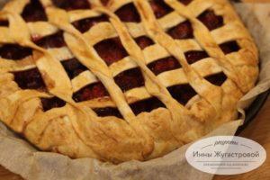 Пирог со свежей клубникой из готового слоеного теста