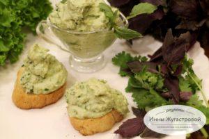 Паста из тофу с авокадо и свежей зеленью