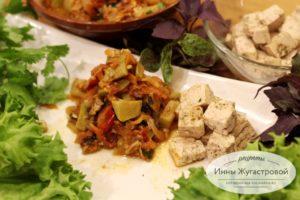 Тофу в красном виде с острыми овощным соусом