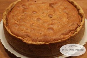 Вишневый пирог из песочного и бисквитного теста