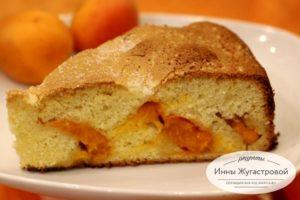 Бисквит с абрикосами на апельсиновом соке