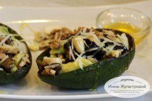Десертный вегетарианский салат Авокадо черносливом