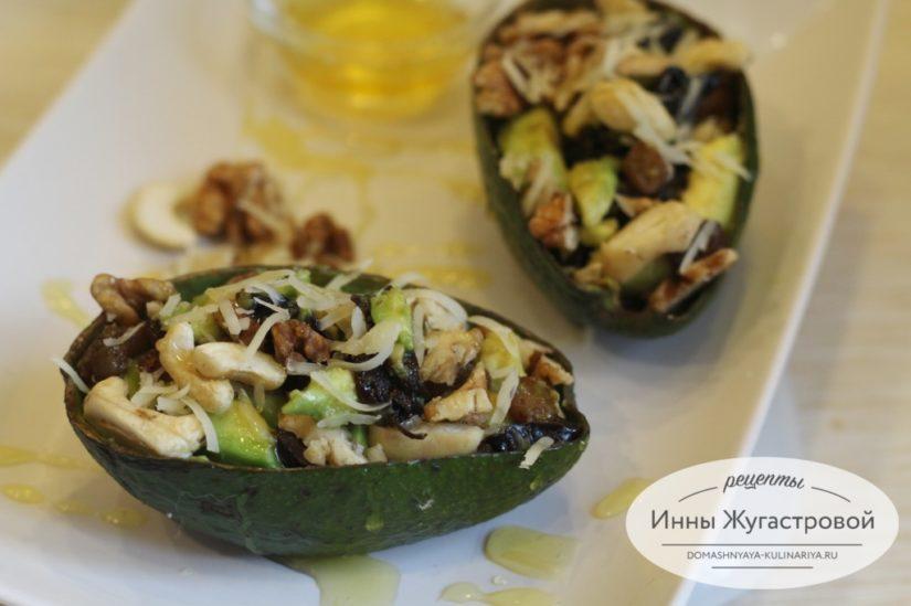 Авокадо с черносливом. Веганский десертный порционный фитнес-салат в лодочках