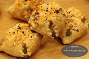 Кабачки с творожно-сырной начинкой в слоеном тесте