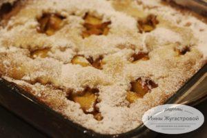 Открытый пирог с персиками