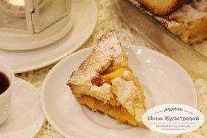 Открытый песочный пирог с персиками