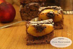 Шоколадный пирог со свежими нектаринами