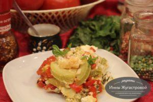 Сезонная овощная запеканка под сметанным соусом в духовке