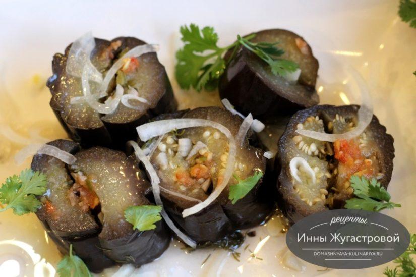 Маринованные баклажаны, фаршированные зеленью и чесноком быстрого приготовления
