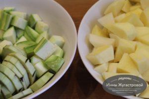 Нарезать картошку, баклажан и кабачок