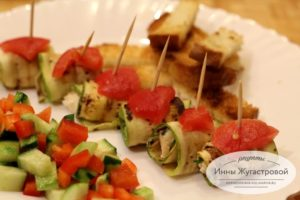 Рулеты из кабачков с сырной начинкой