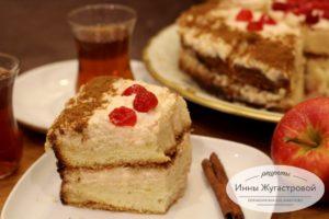 Бисквитный торт с кремом из свежих яблок и сметаны