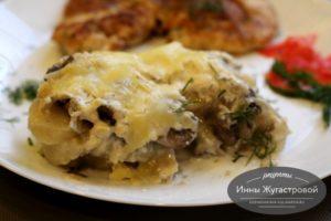 Картофельная запеканку с грибами под соусом бешамель