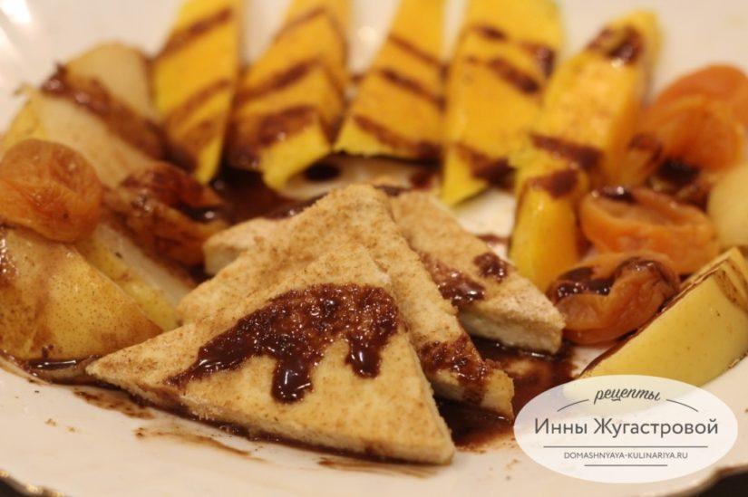 Жареный тофу с фруктами и сладким соусом, веганский десерт